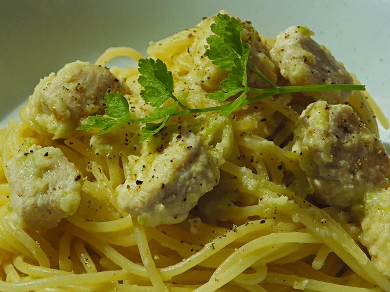 Spaghettis et dinde à la sauce courgette